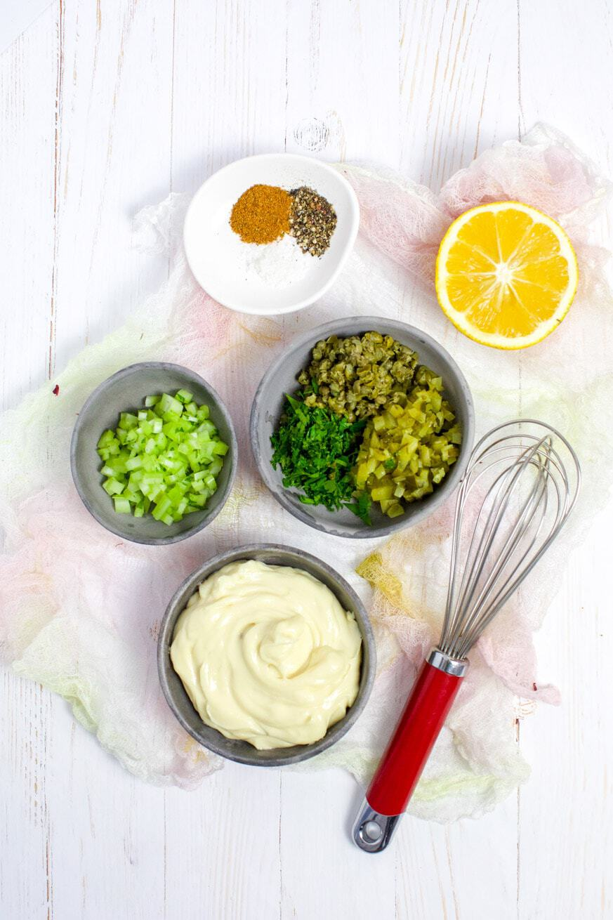 Picture of tartare sauce ingredients